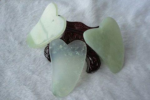 Gua Sha | masaje de autor con piedra de jade. Centro de estética 5 sentidos